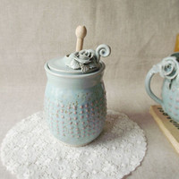 Honey Jar with roses and pink dots in relief - light blue - Stoneware (grès)