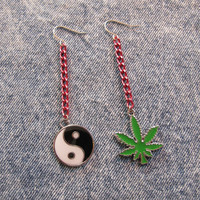 weed / yin yang pink chain earrings