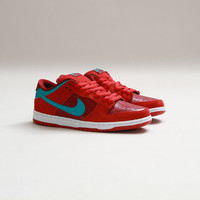 CNCPTS / Nike SB Dunk Low Pro (Brickhouse/Turbo Green-Team Red)