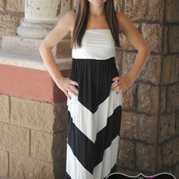 FUN IN THE SUN BLACK & WHITE MAXI DRESS