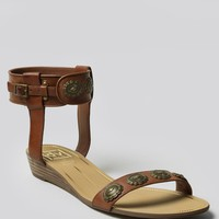 FINNLEY CONCHO SANDAL - BROWN