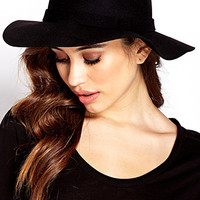 Chic Wool Wide-Brim Hat