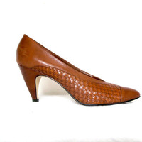 Brown woven leather heels - 80s vintage spectator cap toe pumps - size 10
