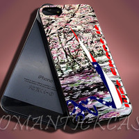 Autumn Embrace Sakura Wiht Flag - iPhone 4/4s/5c/5s/5 Case - Samsung Galaxy S3/S4 Case - Black or White