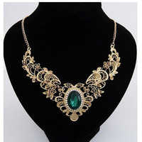 Luxurious Green Gem Pendant Choker Necklace Gold