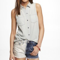 SLEEVELESS LIGHT WASH DENIM SHIRT