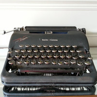 Antique 40s Smith Corona Clipper portable typewriter with case, working condition 1940s typewriter