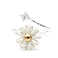 girlsluv.it - white daisy ring