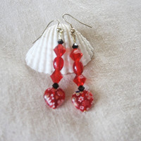 Heart earrings, Beaded dangle style in earrings in red with heart embelishment.