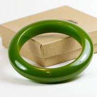 Bakelite Green Bangle Bracelet by TwiceBakedVintage on Etsy