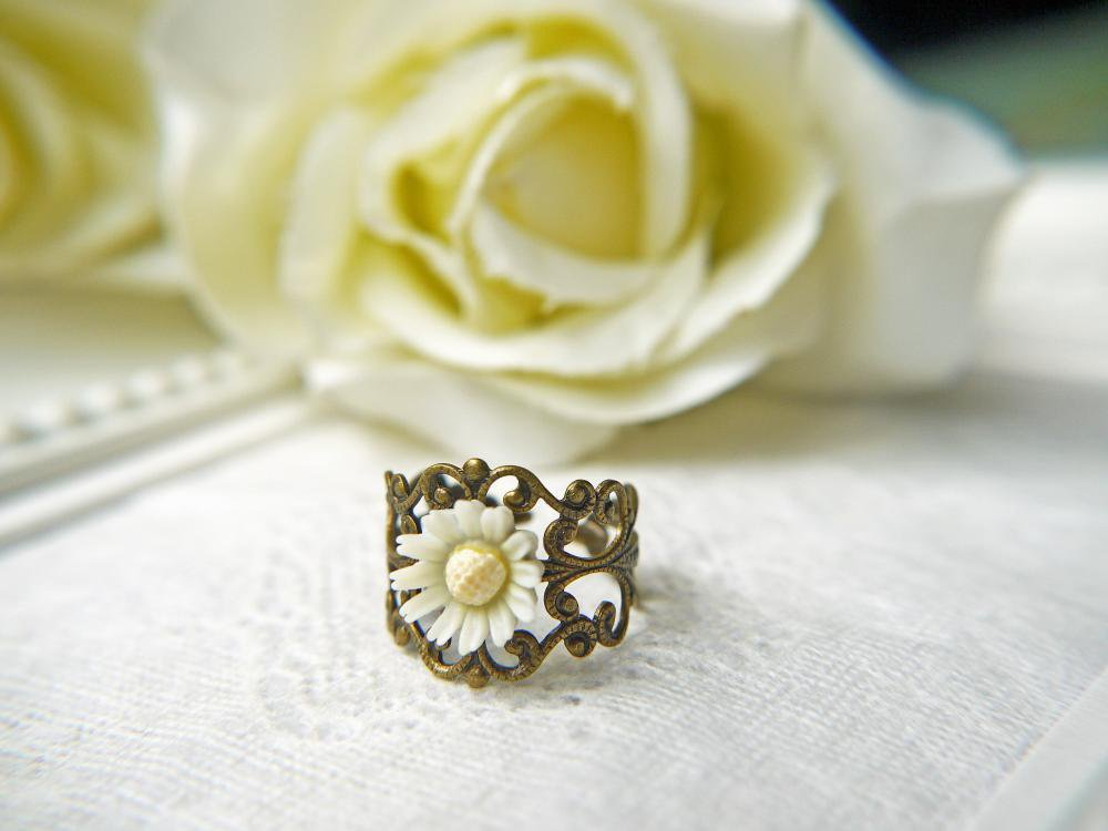 Vintage White Daisy Ring. Purity. Innocence. Language Of Love. Antique Brass Filigree Ring. Romantic | Luulla