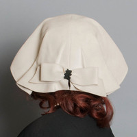 30s Ivory Felt Cloche HAT / Pleated Old Hollywood Rarity