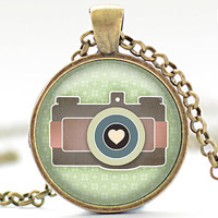 Retro Camera Necklace, Camera Love Pendant, Camera Charm (164)