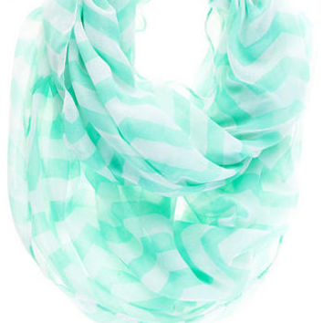 GEORGETOWN CHEVRON LOOP SCARF IN MINT