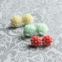 Flower Earrings Ivory Dahlia Studs Mint Green by apocketofposies