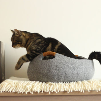 Cat bed/cat house/cat cave/basket felted cat bed