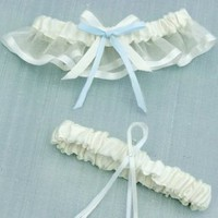 David&#x27;s Bridal Cheerful Bow Garter Set Style GTRCYOIB
