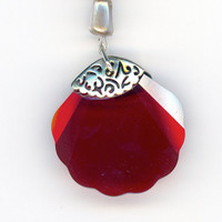 Seashell Crystal Pendant with Necklace of Pearl and Red by Lehane