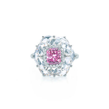 Tiffany & Co. - Ring in platinum with a 1.52-carat Fancy Deep Grayish Pink Purple diamond.