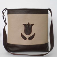 Tulip appliqued faux leather purse in borwn and cappuchino