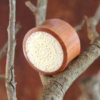 "Sono Wood Plugs with White Celtic Inlay Design (Pair) 14mm (9/16"") 18mm (11/16"") 20mm (13/16"") 22mm (7/8"")"