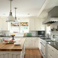 Beautiful Kitchen-Love the Scalloped Oven Hood