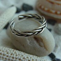 Woven Sterling silver toe ring by PiercingRoom on Etsy