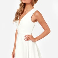 Queen Sweep Ivory Dress