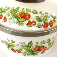 1980s Vintage Strawberries Enamel Sauce by FlirtySanchezProject