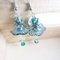 Turquise Flower Dangle Earrings by SirensAllure on Etsy