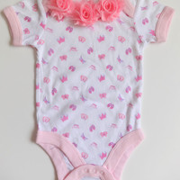 Infant one piece with shappy pink roses, Baby one piece, Baby lap shoulder creeper, Baby girl clothes, Size 0 to 6 month one piece