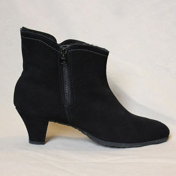 Vintage Boots Winter Black Suede Fleece Lined Women Golo Boots Non slip sole Like New US Size 8 80s