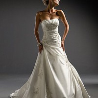 Buy Beautiful Elegant Exquisite Taffeta Strapless Wedding Dress In Great Handwork