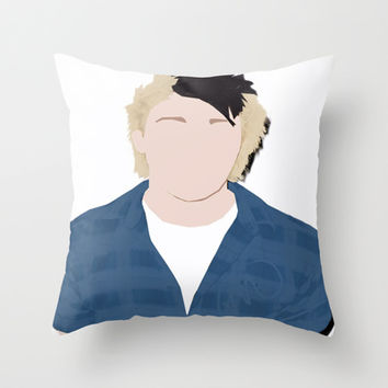 Mikey faceless Throw Pillow by kikabarros