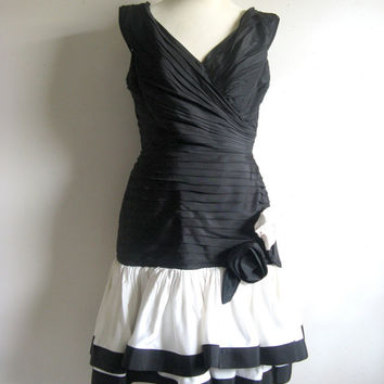 Vintage 1980s Dress Black White Pleated Ruffle Cocktail Prom Evening Dress Med