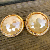 Stunning Stud Earring - Cream