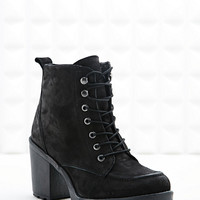 Tarnished Heeled Hiking Boots in Black - Urban Outfitters