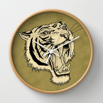 The Roar Wall Clock by Texnotropio