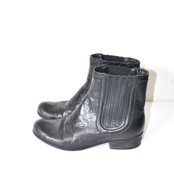 size 7 chelsea boots / black leather hipster ankle booties