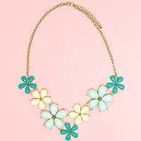 Dignified Daisy Necklace