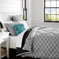 Quincy Scallop Super Pouf Comforter + Sham, Black