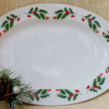 Christmas Platter // Holiday Holly and Berries themed Platter // Vintage oval platter