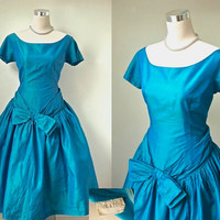 Peck and Peck Vintage Dress - Teal Blue Taffeta Dress With Accent Bow - Metal Zipper Prom Dress - Late 50s / Early 60s.