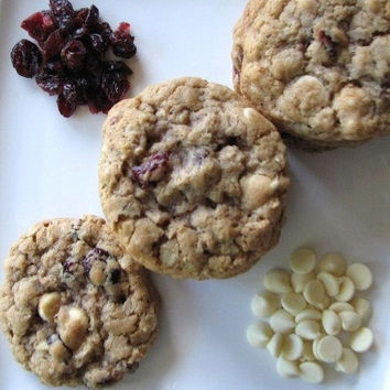 Oatmeal Cranberry White Chocolate Chip Cookies 1 Dozen - Qs GOODIES