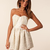 Dominique Dress - Jones &amp; Jones - Creme - Festklnningar - Klder - NELLY.COM Mode online p ntet