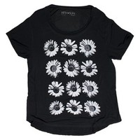 Junior's Daisy Graphic Tee