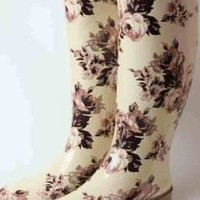 Victorian trading Co. - www.victoriantradingco.com - Aubergine Rose Wellies