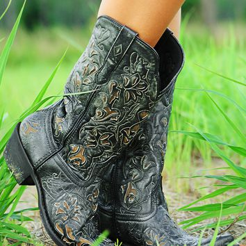 Kick Up Your Heels Boots: Black/Brown