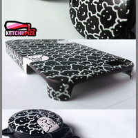 custom Iphone 4 case and headphones set handpainted by ketchupize
