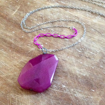 long magenta hot pink jade stone pendant necklace // enameled chain necklace // layering necklace // colorful necklace // minimal necklace